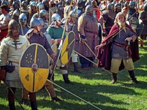 Borrefylkingen er klare til kamp. Takk til German Medieval Sport Division for bildet.